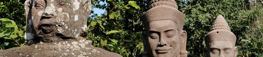 Les têtes des statues à Angkor Wat du Cambodge