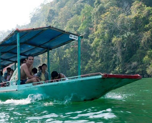 bateau sur le lac Ba Be
