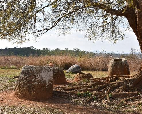 Les jarres dans la plaine au Laos
