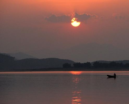 Coucher de soleil sur le lac Thac Ba