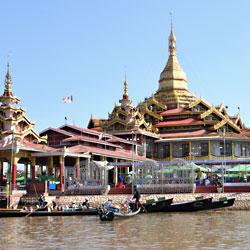 PagodePhaungdaw Oo sur le lac Inle en Birmanie