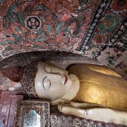 Sanctuaire dans la colline Po Win Taung au Myanmar