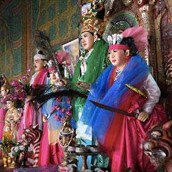 Sanctuaire des Esprits Nats au mont Popa près de Bagan en Birmanie