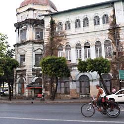 Ancien bâtiments coloniaux de la ville de Rangoun en Birmanie