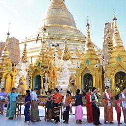 Pagode Shwedagon à Yangon anciennement Rangoun