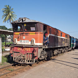 Le train circulaire à Yangon en Birmanie