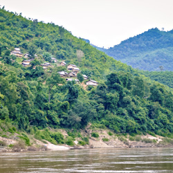 Villages sur les rives du Mékong au Laos