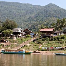 Berges de la rivière Nam Ou à Muang Ngoi
