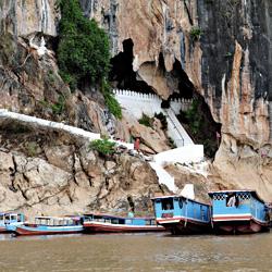 Entrée des grottes de Pak Ou