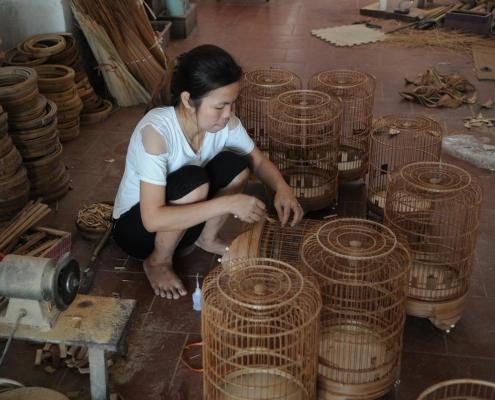 Artisanat de fabrication de cage à oiseaux près de Hanoi