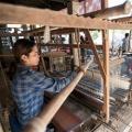 Villageois sur leurs métiers à tisser à Koh Dach près de Phnom Penh