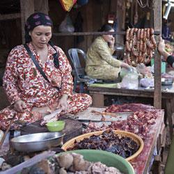 Étales du marché de Sen Monorum dans la province de Mondol Kiri