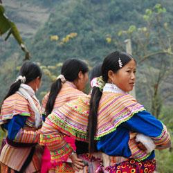 Les filles H'mong au marché de Bac Ha