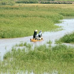 Barque su le Lac Lak dans les hauts plateaux du Vietnam