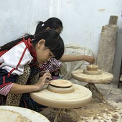Atelier poterie pour les enfants à Bat Trang près de Hanoi