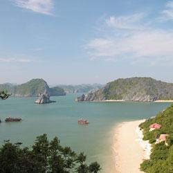 plage dans la baie d'Ha Long