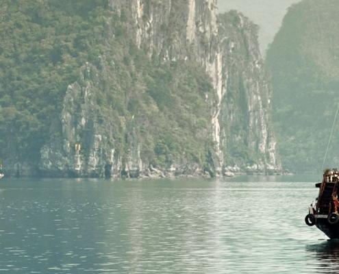Jonque dans la baie d'Halong au Vietnam