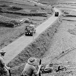 Convoi militaire sur le RC4 près de Lang Son