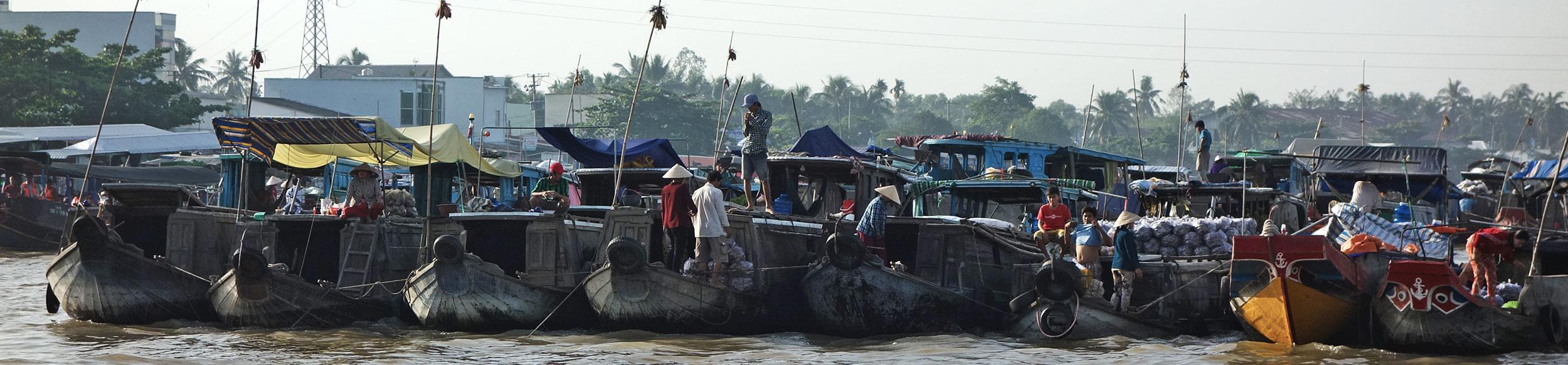 Sampans au marché flottant de Cai Rang à Can Tho