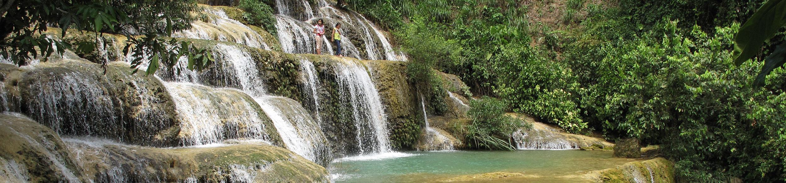Cascades dans la réserve de Ngoc Son Ngo Luong au nord Vietnam
