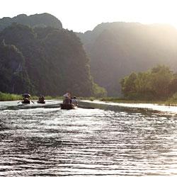 balade en barque à rame à Tam Coc au Vietnam