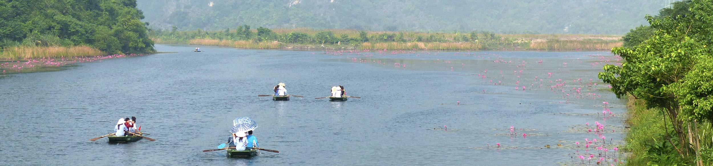 Promenade en barque à rame à Trang An