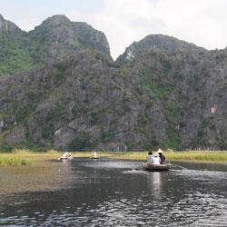 navigation en barque dans la réserve de Van Long