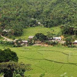 Village de Ban Hang à l'entrée nord de la réserve de Pu Luong