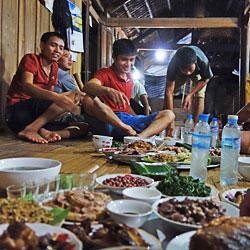 Repas chez l'habitant à Quang Binh au nord Vietnam