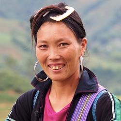 Femme H'mong à Sapa pendant le voyage de 15 jours au Vietnam