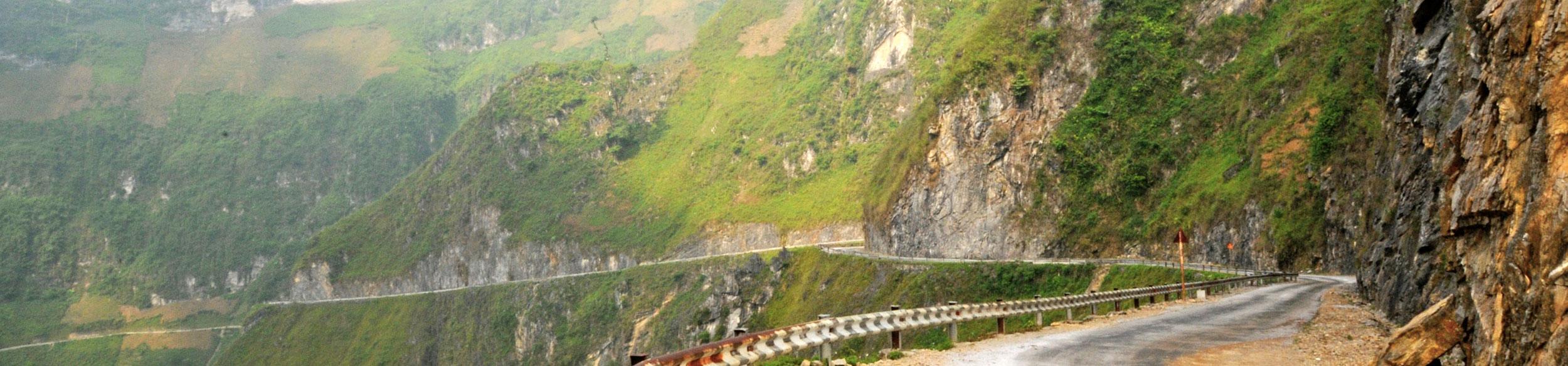 Un belle route de Ha Giang à parcourir lors d'un voyage au Vietnam à moto