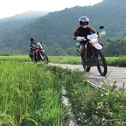 balade à moto aux chutes d'eau de Quang Binh