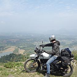 Découverte du Vietnam à moto dans la réserve naturelle de Ngoc Son Ngo Luong