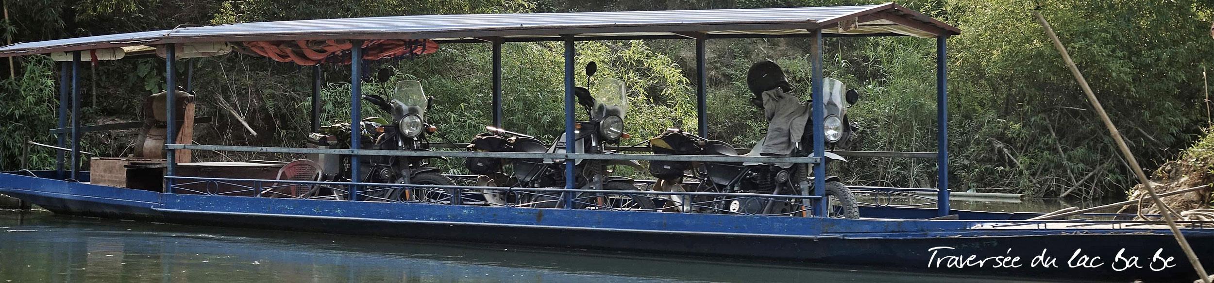 Nos motos royal enfield himalayan traversent le lac ba be au Vietnam
