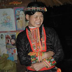 femme de l'ethnie Dao Rouge à Luc Yen