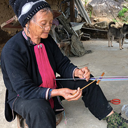femme de l'ethnie Dao au village de Si Thau Chai au Vietnam