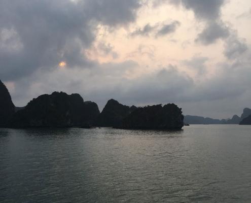 Paysage de Halong avec Carnets d'Asie