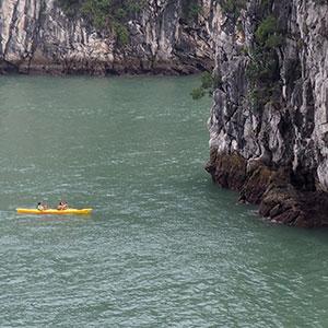 Une balade en kayak en baie de Bai Tu Long
