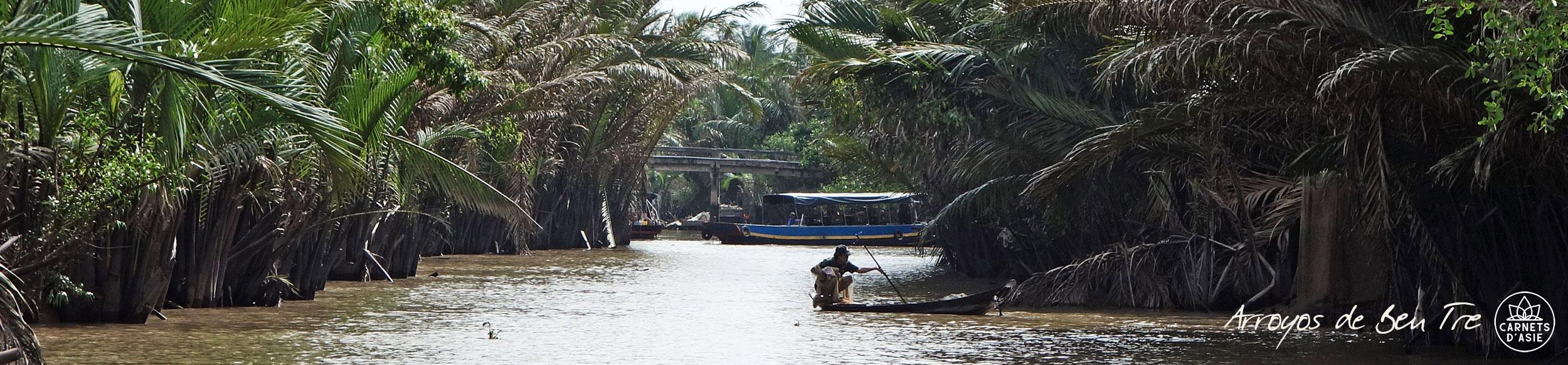 Pêcheur dans la mangrove de Ben Tre