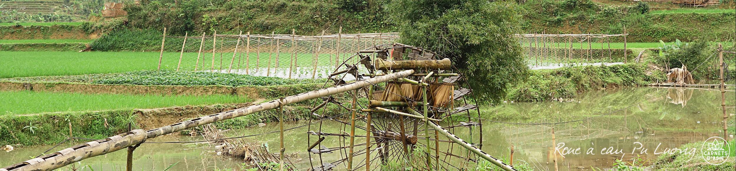 Roue à eau en bambou dans la réserve de Pu Luong